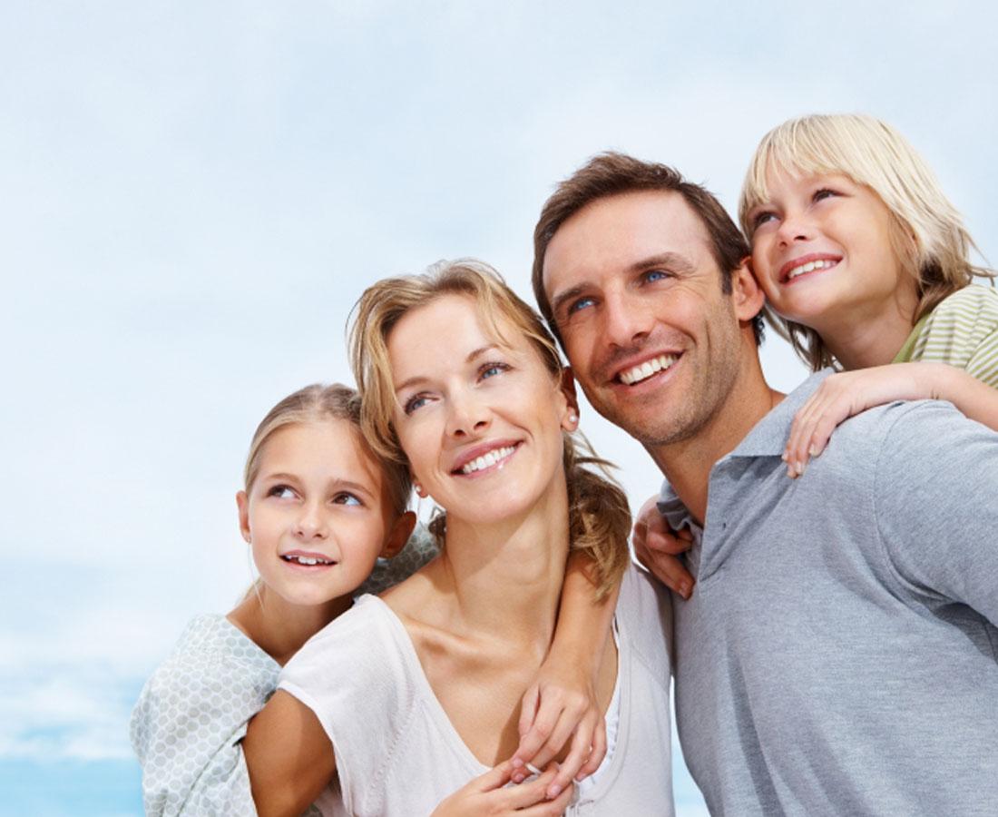 family-staring-gallery-img.jpg